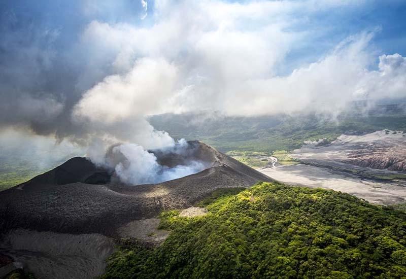 hiking volcanoes samoa